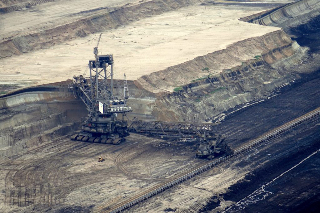 brown-coal-brown-coal-mining-bucket-wheel-excavators-532229